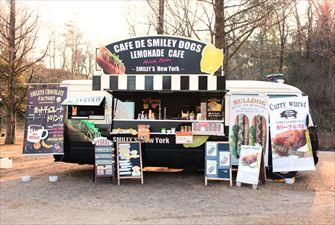スマイリードッグス スマイリーホットドック 移動販売車キッチンカー
